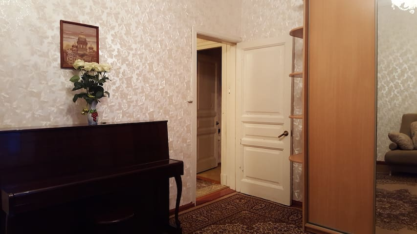 2 steps up to the Catherine Palace - Pushkin - Flat