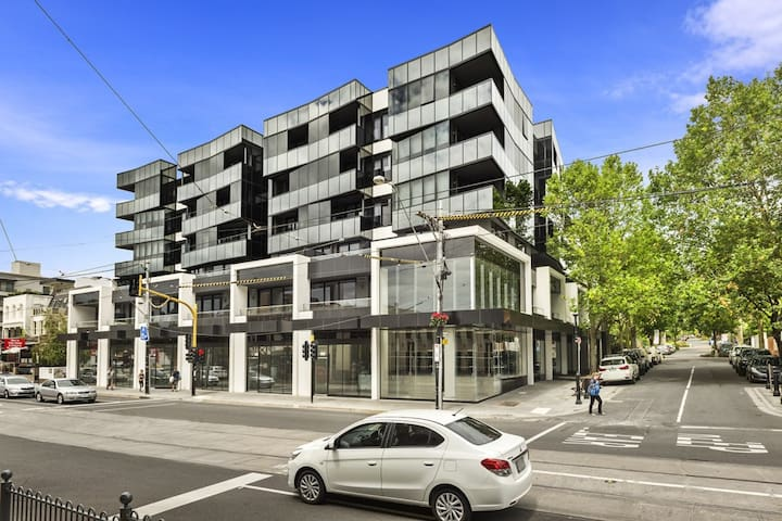 Best Location - Brand New Apartment on Toorak Road - South Yarra - House