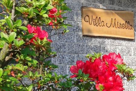 Villa Mirella, a un passo da Como - Casnate Con Bernate - 住宿加早餐