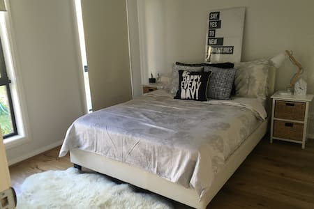 Bedroom at a brand new house - Mitcham - Huoneisto