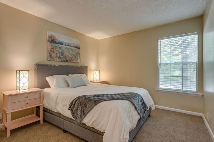 Dormigo Welcoming 2 Bedroom minutes drive from Centennial Park & Vanderbilt