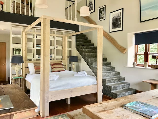 Stylish Georgian Stable Yard Studio Apartment