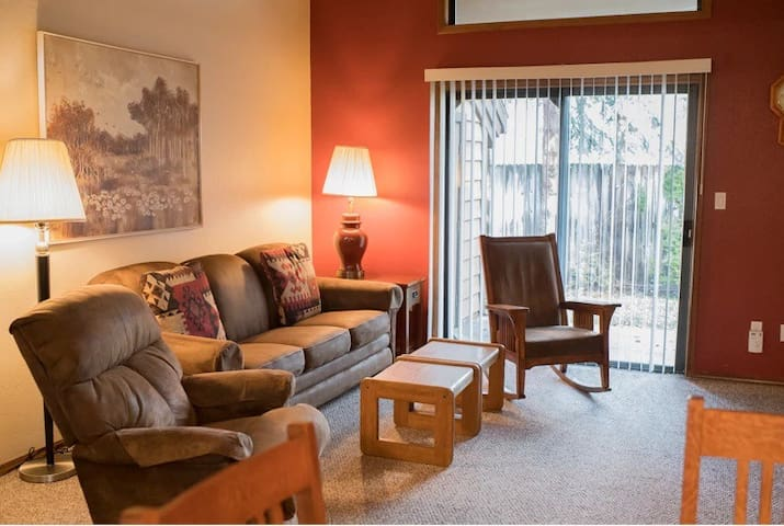 SPACIOUS CONDO NEAR GOLF AND LAKE IN MCCALL!