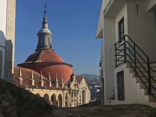Igreja de S. Gonçalo, vista da porta.