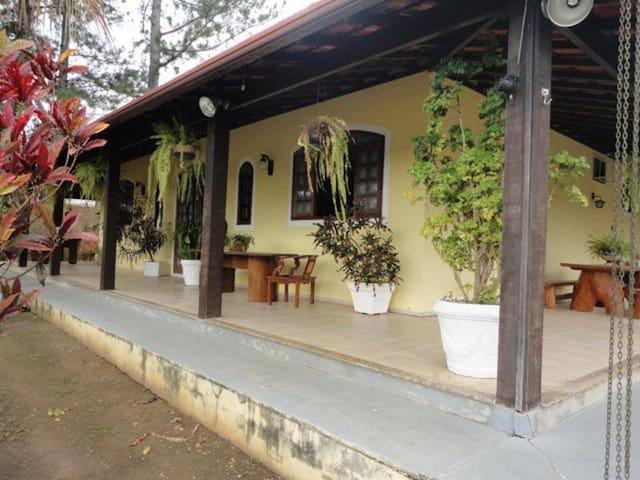 LINDO SÍTIO ARROZAL-PIRAÍ CONFORTO E TRANQUILIDADE - Barra do Piraí - Sommerhus/hytte
