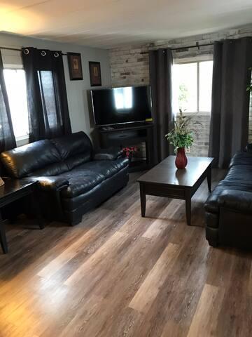 Comfy Retreat 3 Bd room near hospital &restaurants