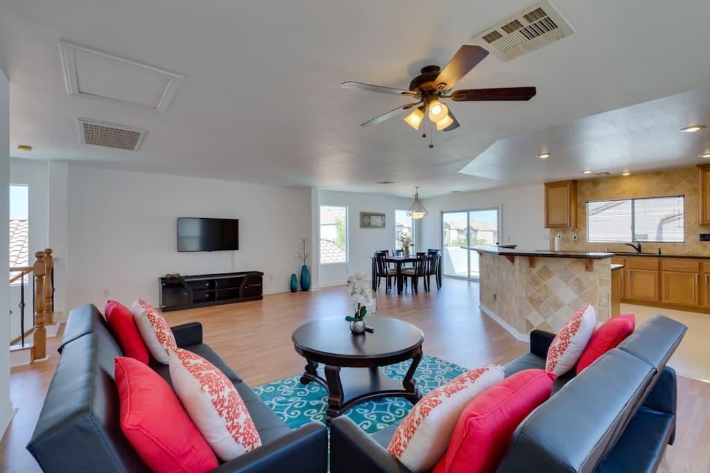 Living room/TV/Kitchen