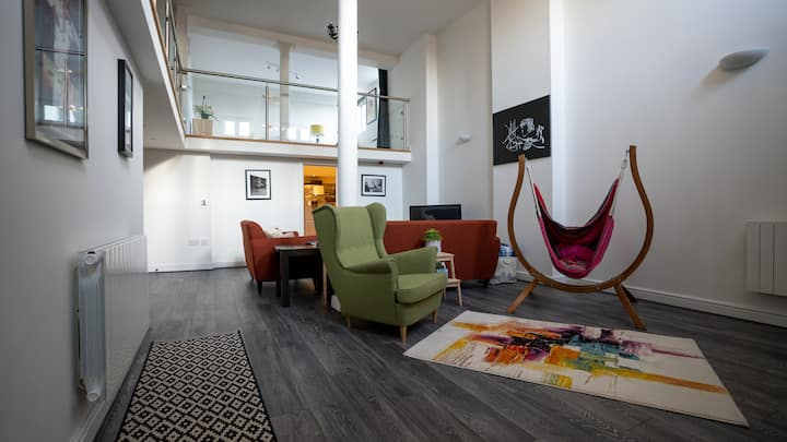 Contemporary Cardiff Getaway in Central Location