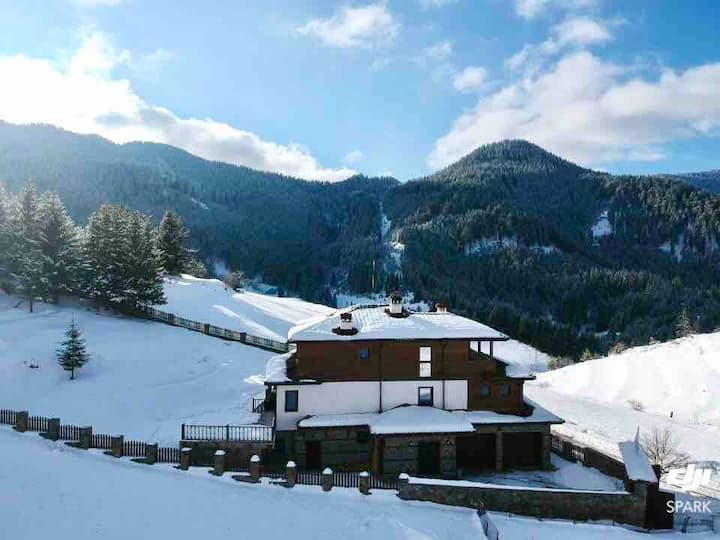 Stoykite-Pamporovo Luxury Nature Retreat