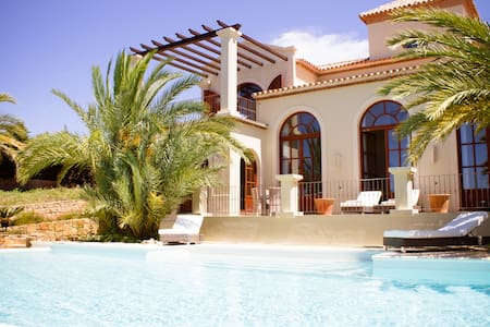 Luxury 5 Bedroom Villa - Amazing location & views - San Roque - Villa