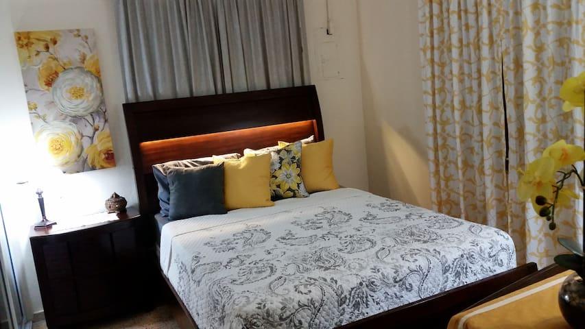 Room 3: Queen Bed
