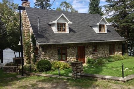 Maison Canadienne du Lac Brûlé - Chertsey