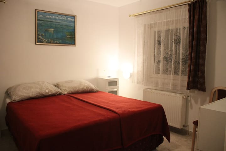 Cosy room with double bed and bathroom in Budapest