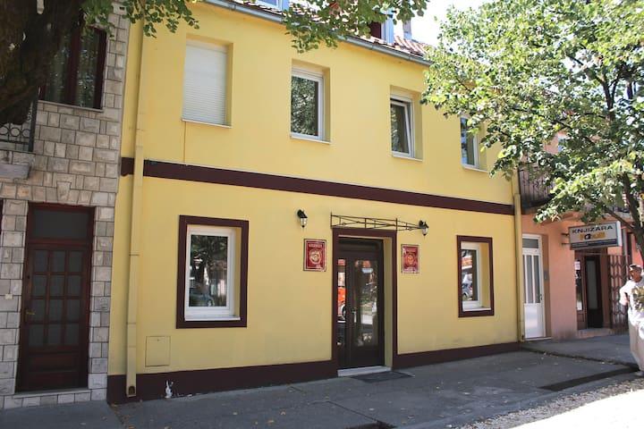 """""""Galerija"""" apartments - Cetinje - Rumah"""