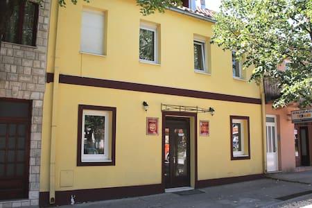 """Galerija"" apartments - Cetinje - บ้าน"