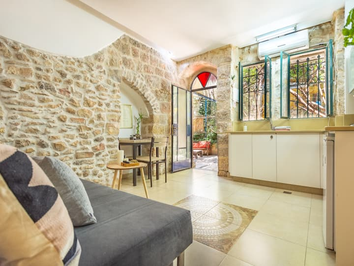 Authentic Jerusalem Apt, Cosy and Central!