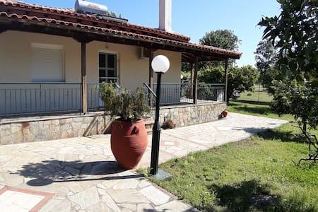 Villa near to the beach of Sikia