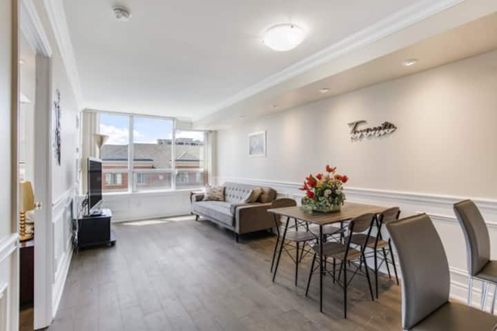 Modern Condo 2br+2bth+1pk near Time Square R. Hill