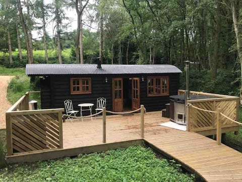 Beautiful Woodland Shepherds Hut Hideaway