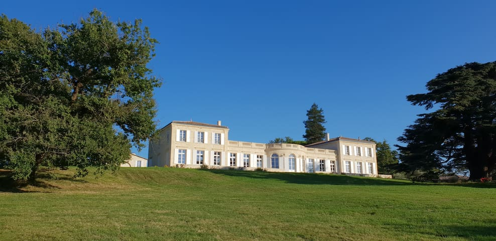 Séquoia Suite in the park of the Château Gassies