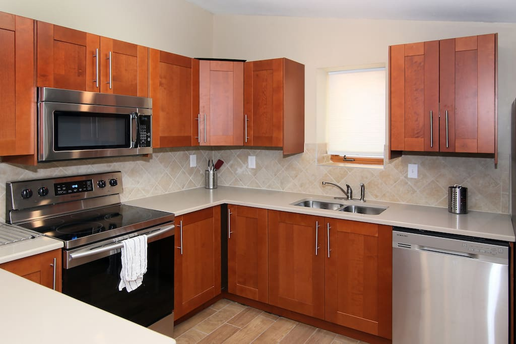 dishwasher, microwave, ice maker and all stainless appliances