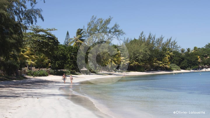 BEACHFRONT VILLA, LONG STAY POSSIBLE. 4 B/ROOMS.
