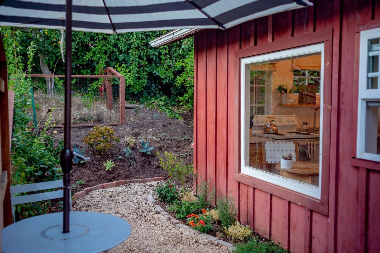 Private Patio & Garden