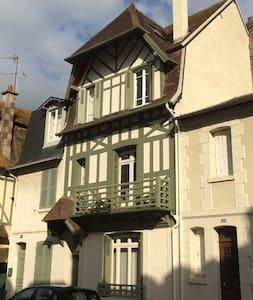 Belle maison de ville à Deauville centre au calme - Deauville - Villa
