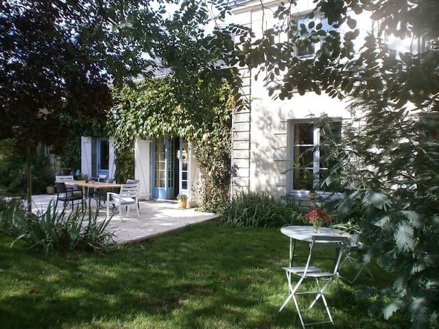 Loge & Broc : a countryside B&B in Anjou