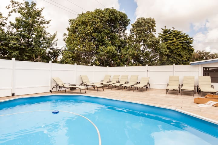 New 2 Market: 6BR/2BA HEATED POOL/Private Sun Deck