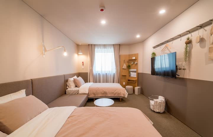 ♥near GangNam♥ upflo HOSTEL <TRIPLE ROOM>