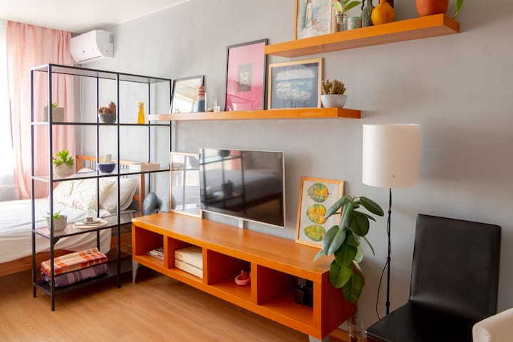 Cozy Modern Apartment