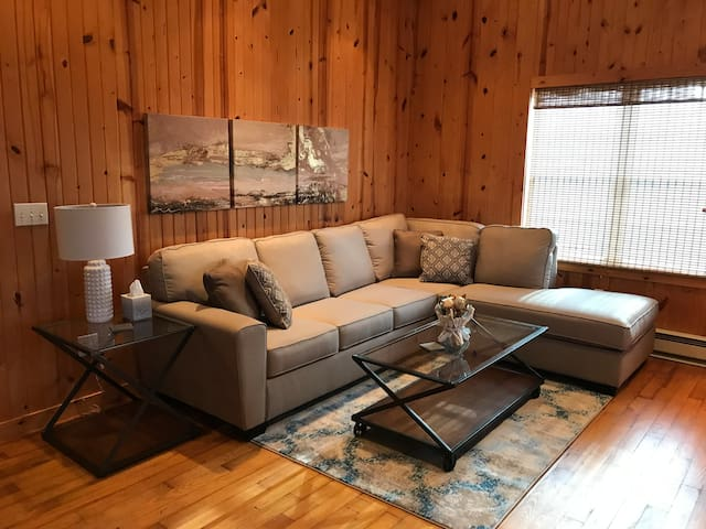 Cozy & Updated, Logansport Getaway