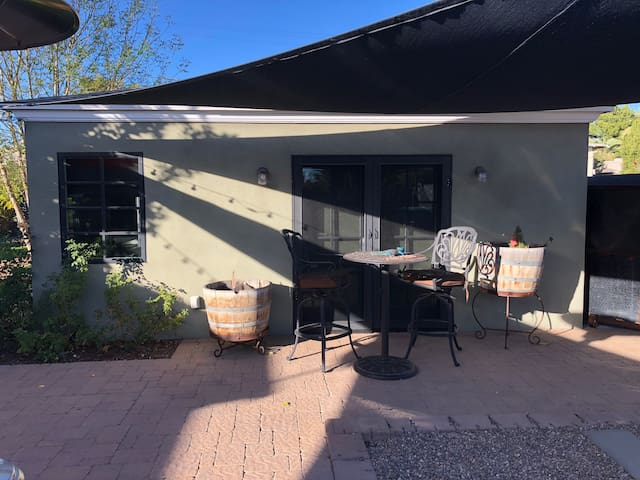 Quiet Guest House in Historic Willo in DT Phx