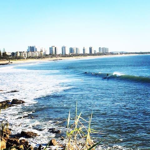 Cosy beach house getaway! - Alexandra Headland - Apartment