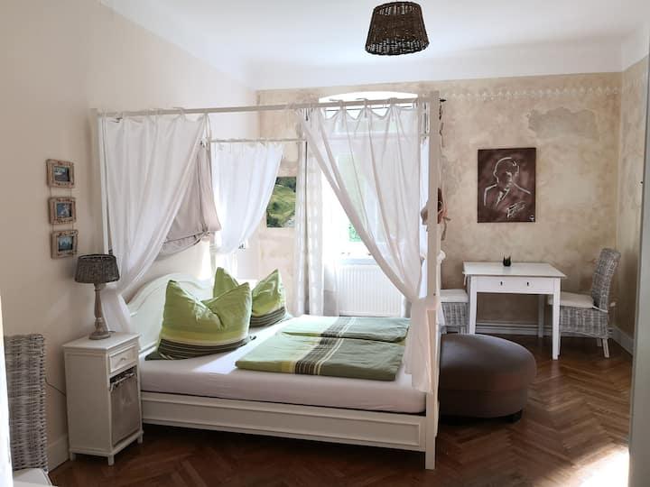 Zimmer in Jahrhundertwende Haus mit schönen Garten