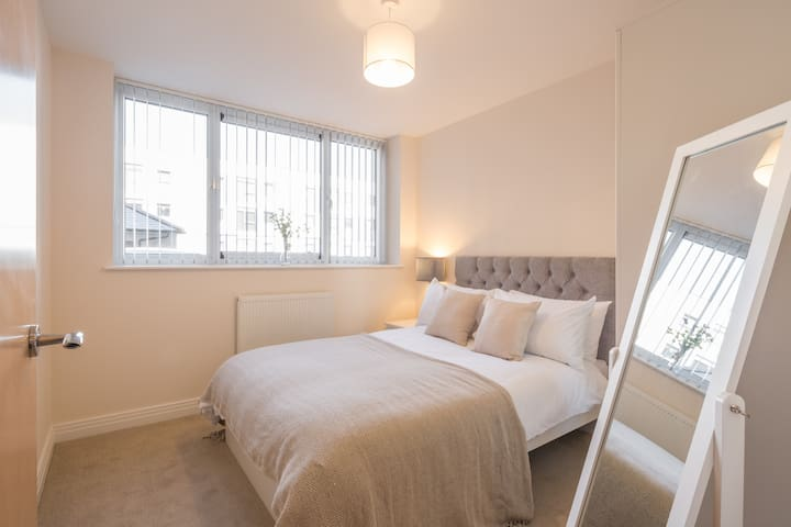 Amenity rich apartment, Town Centre/ Parking - Stevenage - Apartment