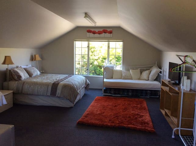 The Loft  Taupo  (Self-Contained/Private entrance)