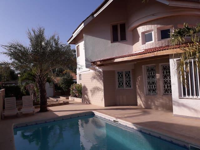 Belle Villa de 3 ch avec Piscine Privée à Saly