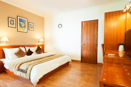 Suite Room with free breakfast - Gurgaon