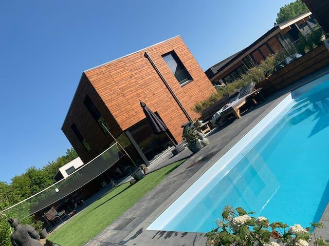 Droomhuis met eigen zwembad vlakbij Amsterdam