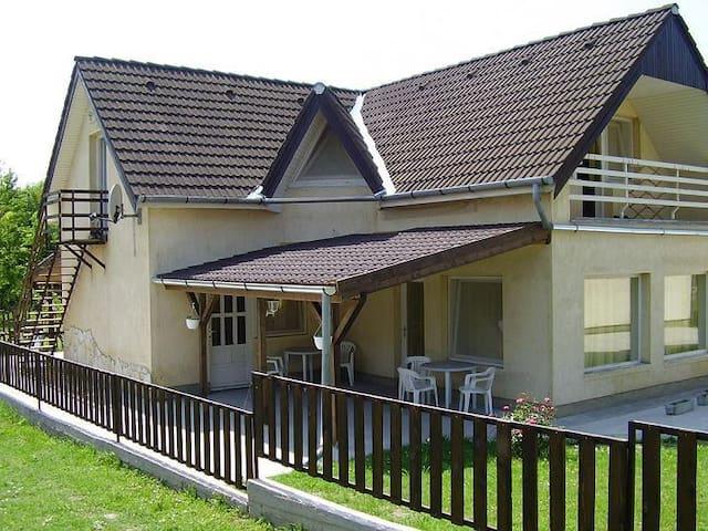 8171 Balatonvilágos Kodály Zoltán utca 1. - Balatonvilágos - Lejlighed