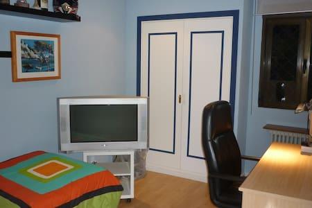 Habitación muy amplia, con cama de 1,35, con llave - Bed & Breakfast