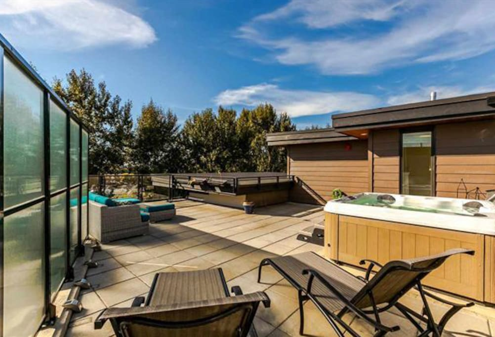 Private rooftop deck with hot tub