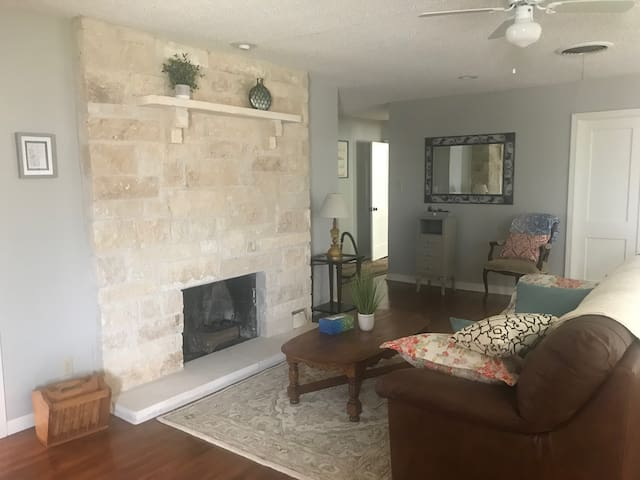 Cozy and clean home near downtown