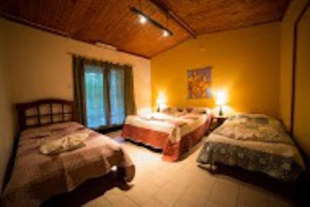 Habitacion para hasta 4 personas con baño privado. Precio $650.-