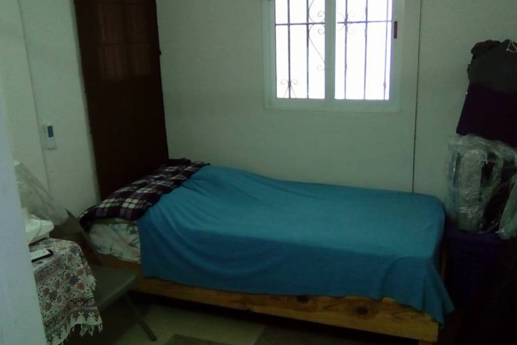 Bedroom with 1 bed.