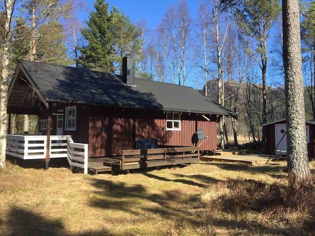 Koselig hytte i rolige omgivelser
