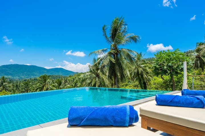 8 BRS | 2 Pools | 5-10 Min To Beach, Shops, Dining