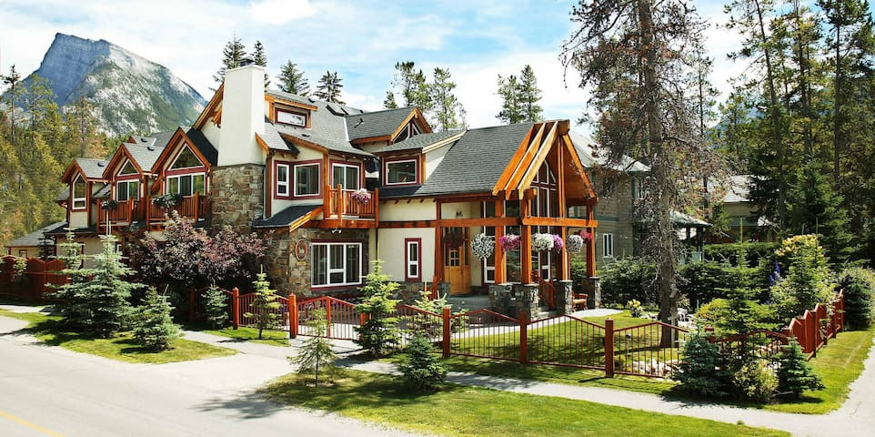 Beaujolais Boutique B&B at Thea's House - Banff - Wikt i opierunek